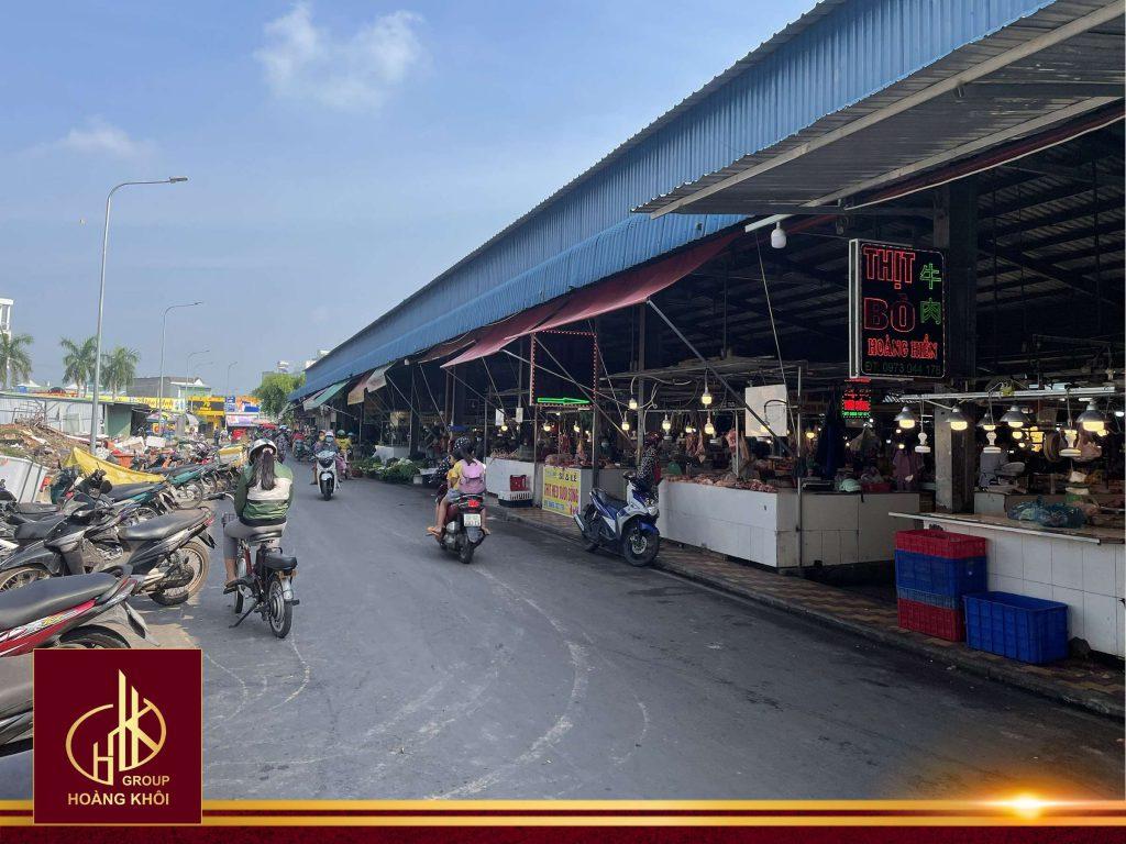 Hợp chợ tấp nập tại Chợ Vĩnh Tân